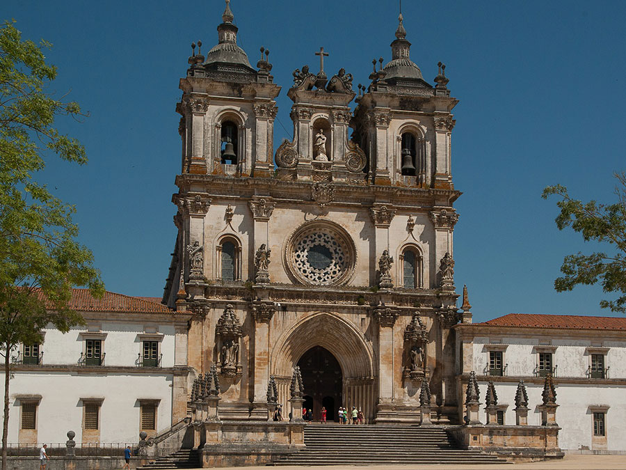 Transfer to Lisbon - Oporto with tours (Óbidos - Alcobaça - Batalha)