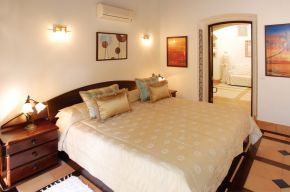 Villa M6 -Bed Room red